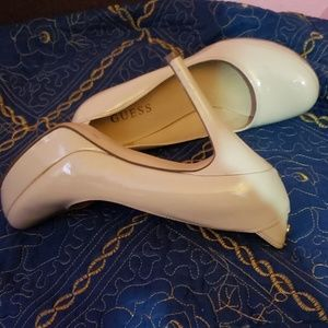 GUESS PATENT LEATHER PLATFORM PUMPS SIZE 8